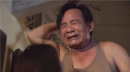 Chỉ vì muốn Uyên chấp nhận lấy Cường mà ông Bá phải dùng đến chiêu tự tử, nước mắt ngắn nước mắt dài.
