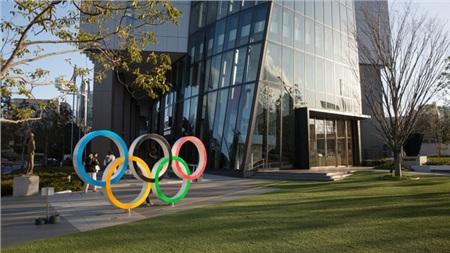 Quang cảnh vắng lặng bên ngoài Bảo tàng Olympic ở Tokyo.