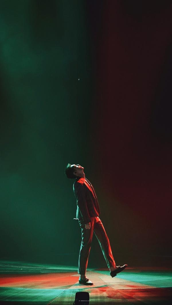 Lay (EXO) hóa thân thành Joker cực ngầu trên sân khấu 'Tôi là ca sĩ sáng tác' 1