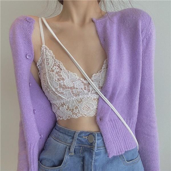 Kiểu áo này có thể kết hợp với quần cạp cao chính là lựa chọn phù hợp nhất. Với những cô nàng ngại diện bikini thì áo bralett là điều mà bạn nên nghĩ đến.
