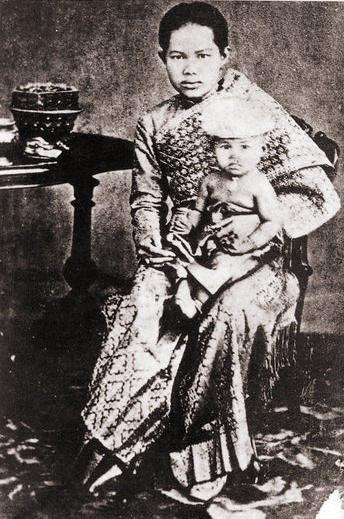 Hoàng hậu Thái Lan thiệt mạng vì những quy định khắt khe và cách thực thi cứng nhắc.