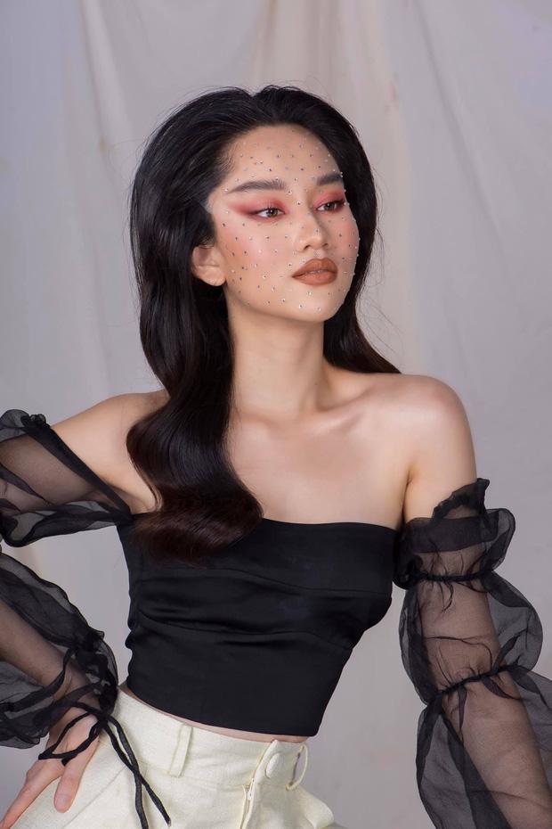 Nữ diễn viên Mắt Biếc từng 'chơi lớn' khi công khai bộ ảnh make-up độc lạ khác hẳn với phong cách thường thấy ở cô.