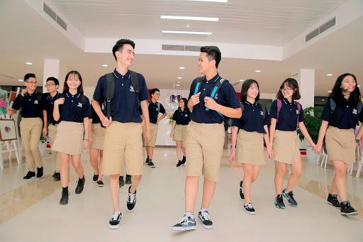 Đồng phục năng động, trẻ trung thế này bảo sao học sinh chẳng mê tít!