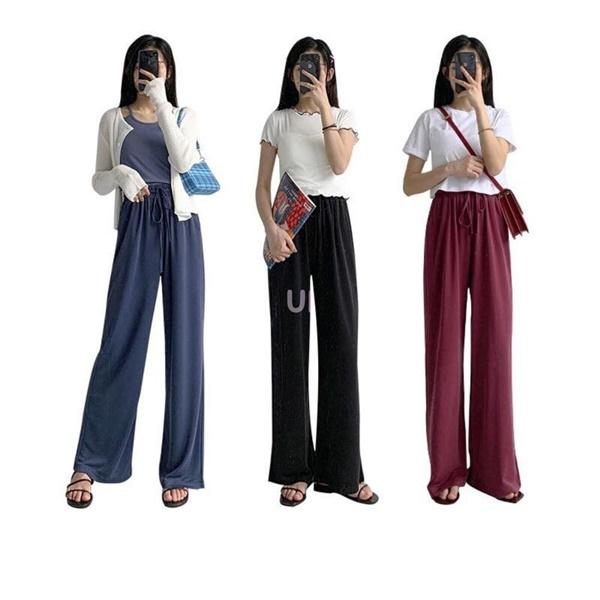 Thêm một item 'must-have' trong tủ quần áo của nàng chính là quần ống rộng chất liệu rũ để tạo cảm giác thoải mái trong những ngày thời tiết oi bức. 'Combo áo hai dây và quần ống rộng' kết hợp với đôi sandal tối màu là ý tưởng hay ho để nàng phối đồ 'bằng chị bằng em'.