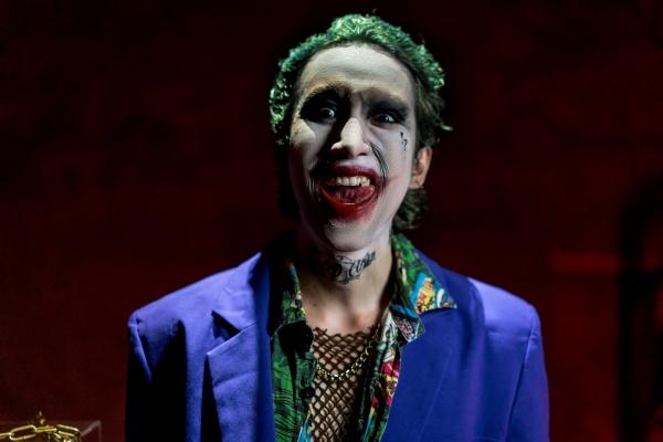 Hóa thân thành Joker đầy điên loạn, học trò Hoàng Thùy Linh muốn gửi gắm thông điệp gì? 2