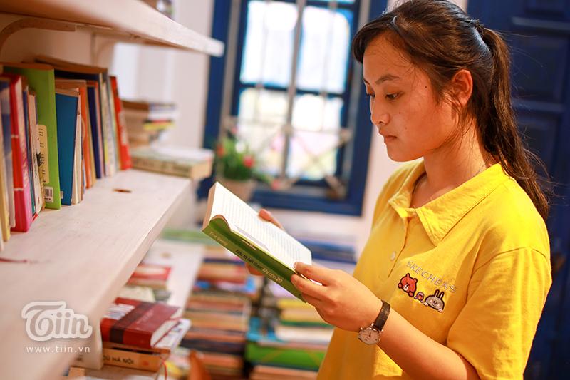 Thư viện 'độc' tại Hà Nội: Chỉ cần có tâm đến đọc, đồ ăn nước uống và quạt mát đều 'free' 8