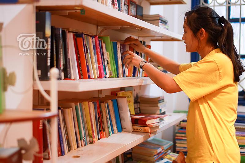 Thư viện 'độc' tại Hà Nội: Chỉ cần có tâm đến đọc, đồ ăn nước uống và quạt mát đều 'free' 9
