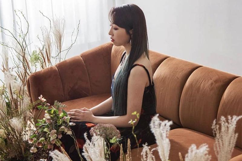 Bản ballad ngọt ngào này cũng do chính tay nàng cựu maknae của 2NE1 biên soạn ca từ, kết hợp cùng chất giọng nội lực ấm áp đặc trưng vốn có, Minzy đã rất thành công khi mang đến một khía cạnh hoàn toàn mới của mình, từ đó làm nên một sản phẩm âm nhạc thực sự ấn tượng.