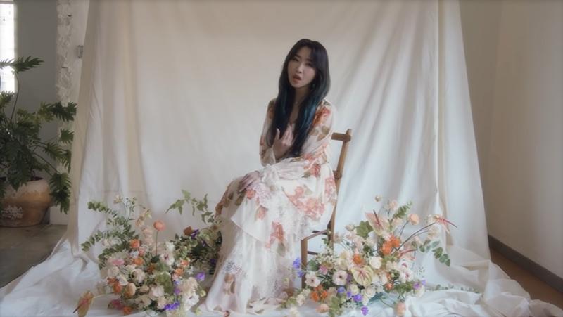 Thử sức với hình tượng ngọt ngào mới mẻ, Minzy đã khiến người hâm mộ 'choáng ngợp' với nhan sắc 'lên hương' cực xinh đẹp, dịu dàng của cô nàng.