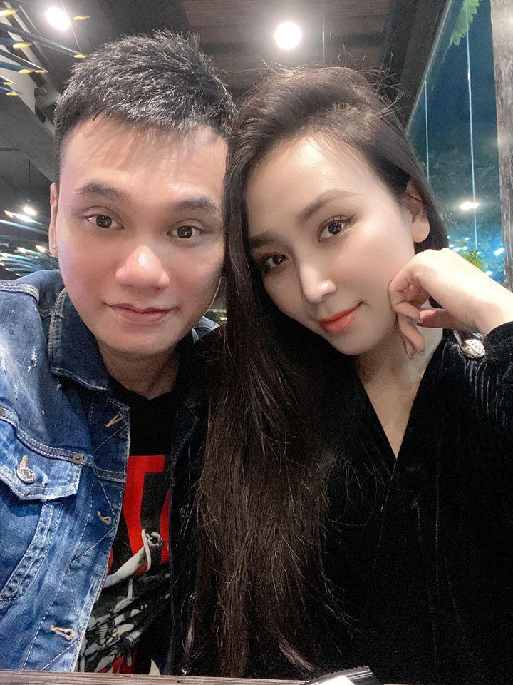 Khắc Việt hạnh phúc thông báo tin bà xã mang thai đôi cả trai lẫn gái.