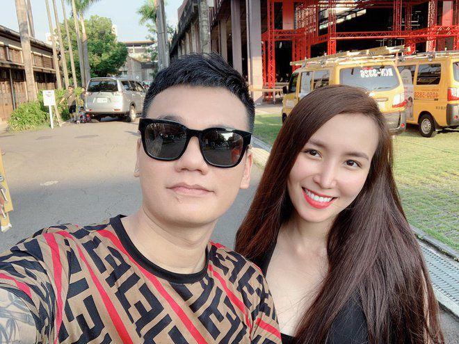 Vợ Khắc Việt sở hữu nhan sắc xinh đẹp, thân hình vô cùngnóng bỏng.
