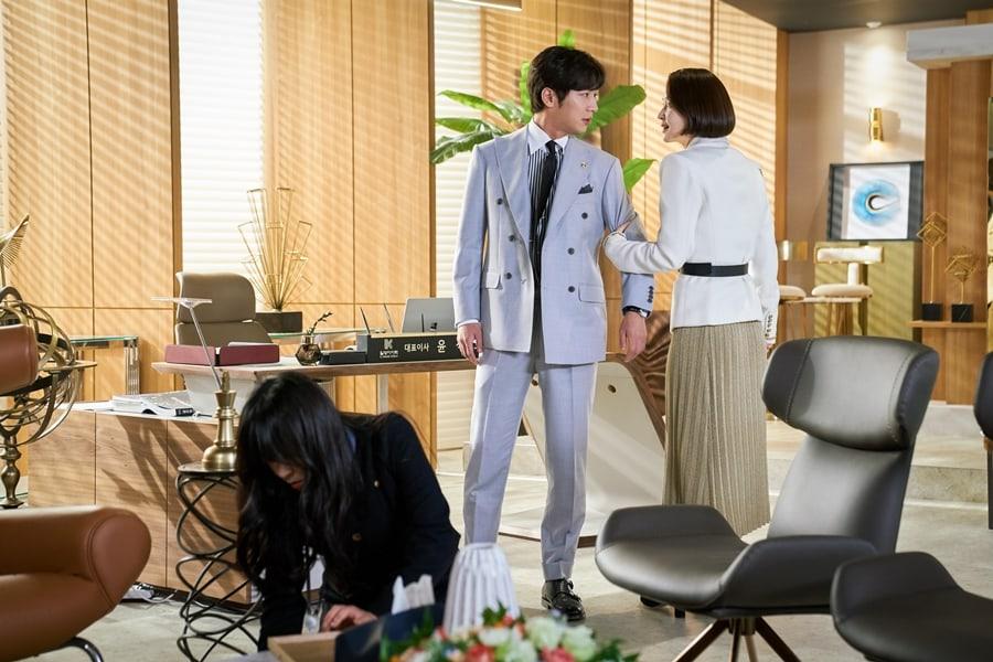 'Tình tay ba' căng thẳng giữa Choi Kang Hee, Lee Sang Yeob và Cha Soo Yeon trong 'Giả danh' 1