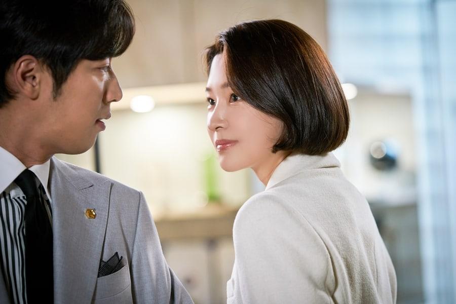 'Tình tay ba' căng thẳng giữa Choi Kang Hee, Lee Sang Yeob và Cha Soo Yeon trong 'Giả danh' 4