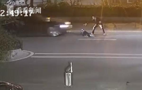 Vụ cặp đôi cãi nhau, nằm giữa đường ăn vạ rồi bị ôtô cán qua: Cô gái đang mang bầu, không giữ được đứa trẻ 1