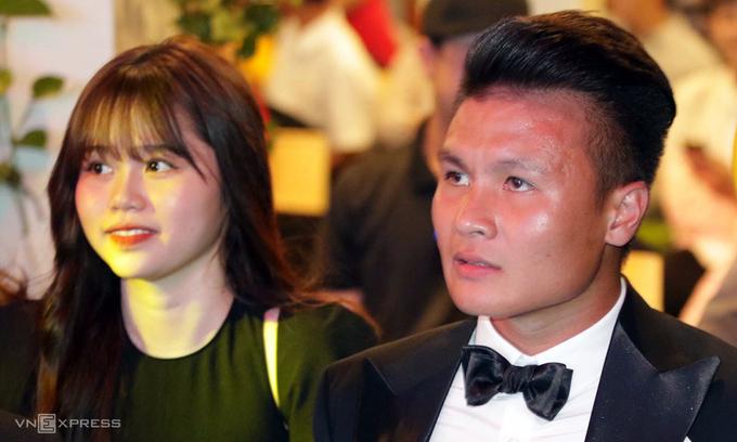 Đây là lần đầu tiên Quang Hải dẫn bạn gái tham dự một sự kiện đông người. Ảnh VnExpress