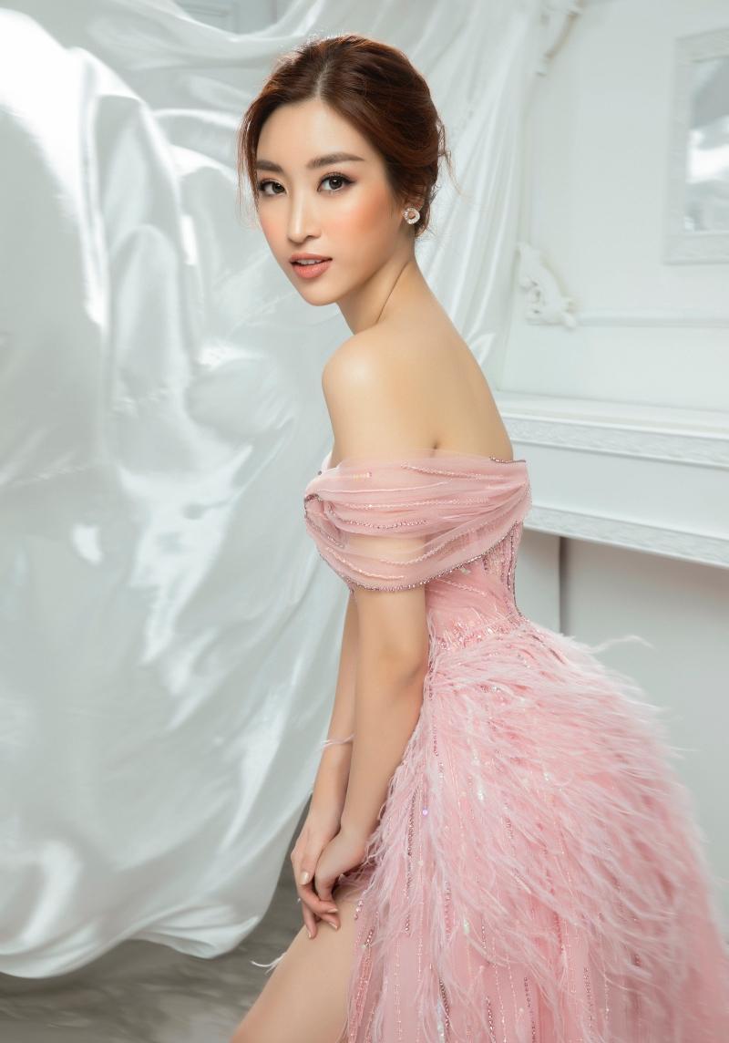 Luôn thay đổi và liên tục làm mới mình, Đỗ Mỹ Linh đã chứng tỏ mình là một nàng Hậu đầy bản lĩnh, đặc biệt là với vai trò MC của VTV.