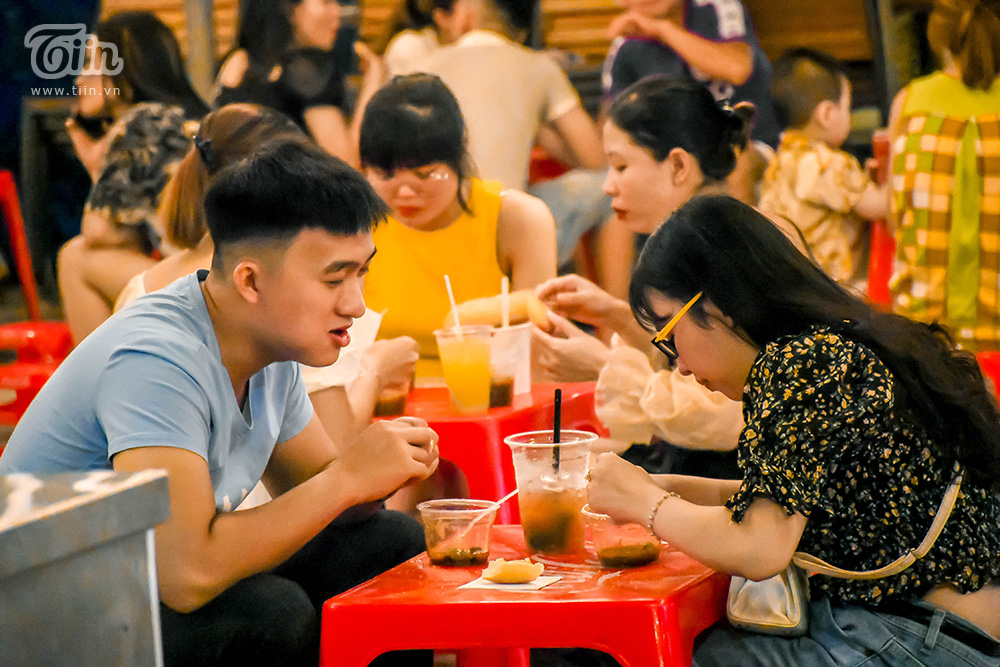 Mở cửa đón khách sau thời gian dài nghỉ dịch, chợ đêm Đà Nẵng khởi động nhộn nhịp mùa cao điểm du lịch 17