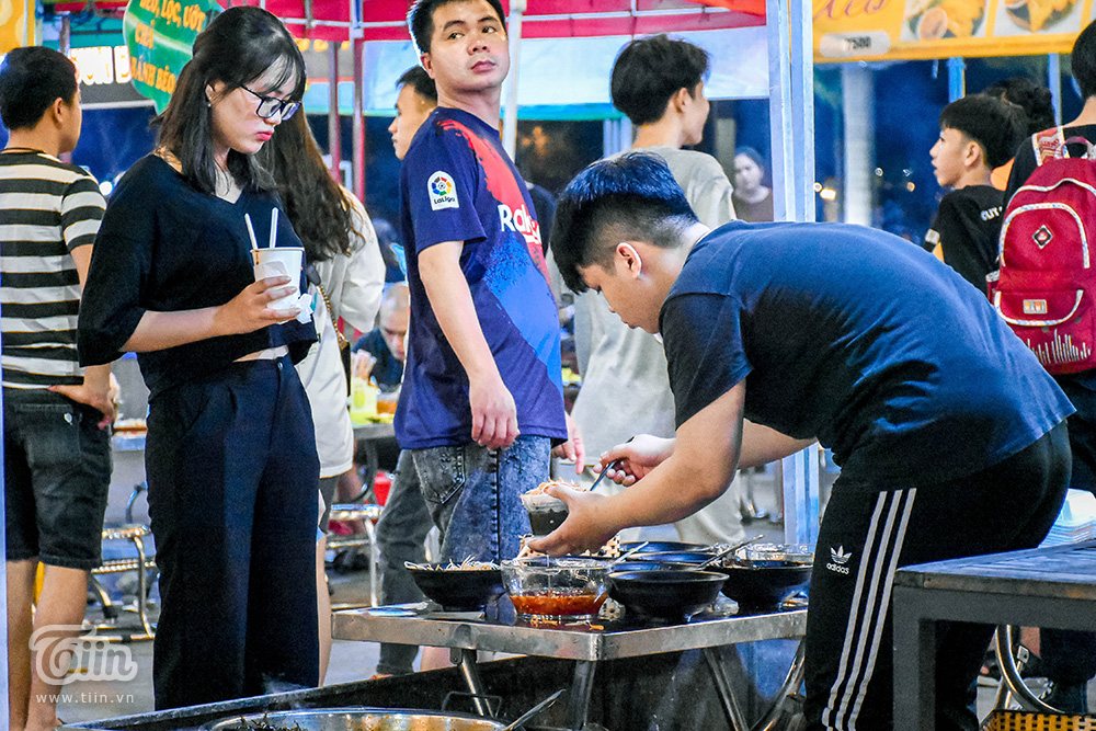 Mở cửa đón khách sau thời gian dài nghỉ dịch, chợ đêm Đà Nẵng khởi động nhộn nhịp mùa cao điểm du lịch 18
