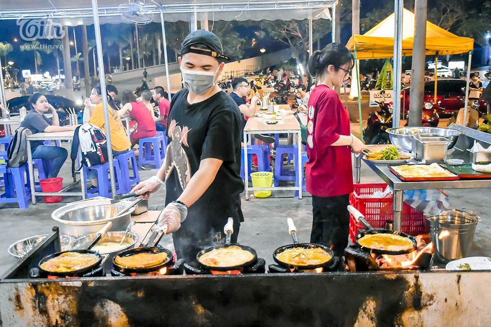 Mở cửa đón khách sau thời gian dài nghỉ dịch, chợ đêm Đà Nẵng khởi động nhộn nhịp mùa cao điểm du lịch 21