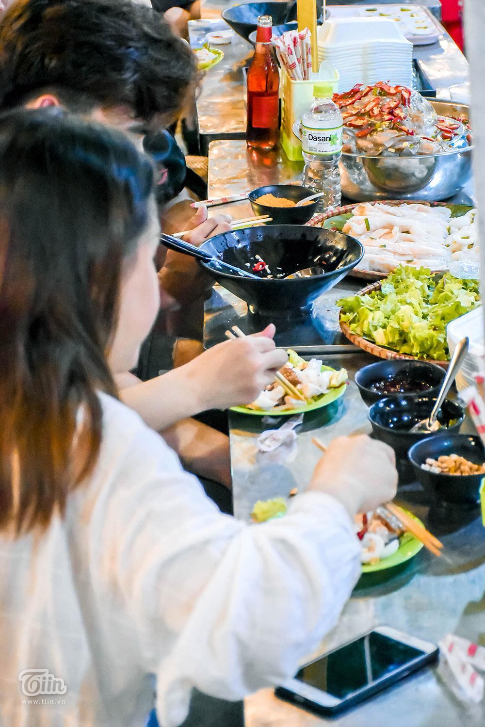 Mở cửa đón khách sau thời gian dài nghỉ dịch, chợ đêm Đà Nẵng khởi động nhộn nhịp mùa cao điểm du lịch 22