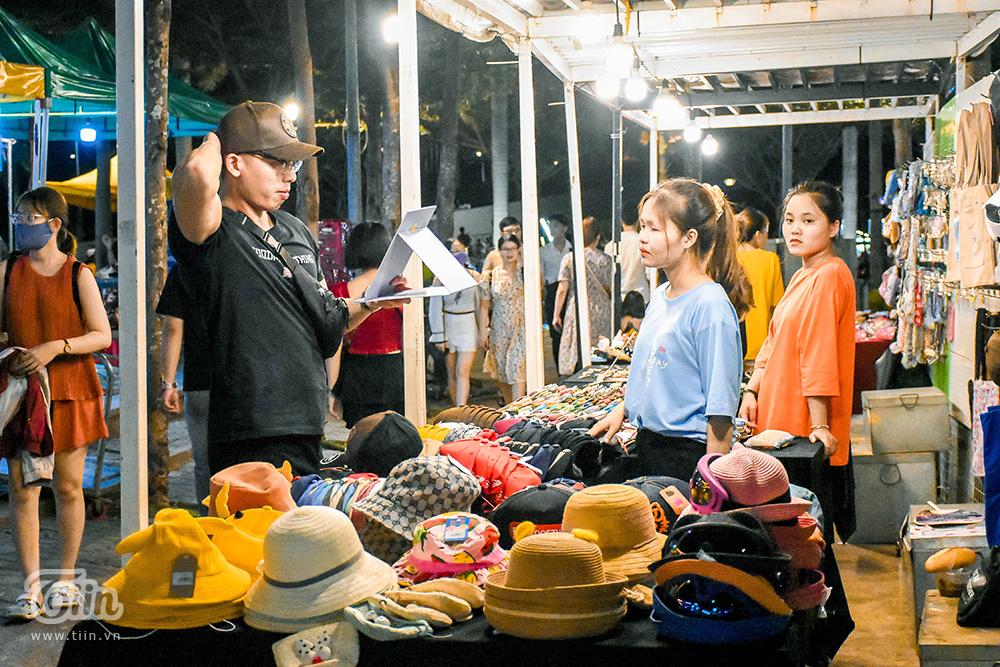 Mở cửa đón khách sau thời gian dài nghỉ dịch, chợ đêm Đà Nẵng khởi động nhộn nhịp mùa cao điểm du lịch 24