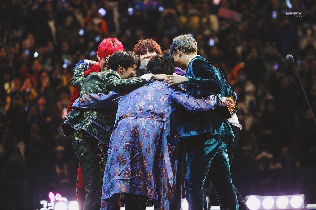 Dù có là nhóm nhạc nổi tiếng toàn cầu, các thành viên BTS cũng từng suy sụp tới mức muốn ngừng hoạt động.
