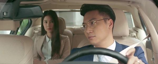 Linh chấp nhận leo lên xe của Phong trước chốn đông người.