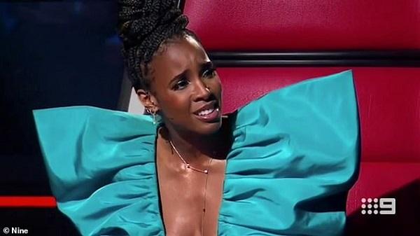 Chuyện lạ ở The Voice: Bấm nút quay ghế xong, giám khảo Kelly Rowland lại từ chối nhận thí sinh về đội mình 0