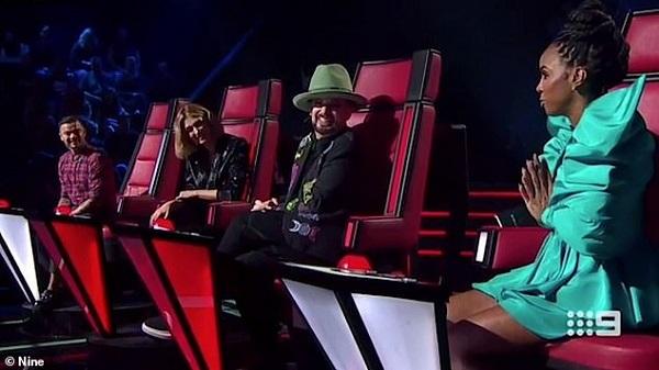 Phản ứng ngạc nhiên của các giám khảo trước phát ngôn của Kelly Rowland.