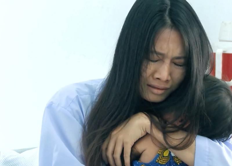 'Mẹ ghẻ' tập 17: 'Giận tím người' khi Diệu vì cứu con ghẻ mà để con ruột bị nước cuốn trôi 6