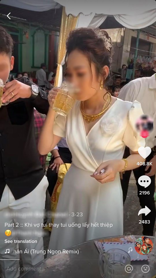 Còn cô dâu vẫn 'mạnh lực' xử gọn 3 cốc bia còn lại, hoàn thành thử thách của bạn thân