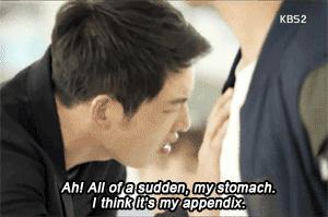Lật lại 9 khoảnh khắc 'tình tứ' của Song Joong Ki và Jin Goo trong 'Hậu duệ mặt trời' 5
