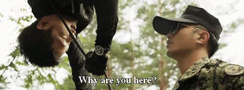Lật lại 9 khoảnh khắc 'tình tứ' của Song Joong Ki và Jin Goo trong 'Hậu duệ mặt trời' 12