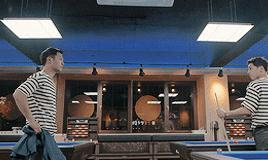 Lật lại 9 khoảnh khắc 'tình tứ' của Song Joong Ki và Jin Goo trong 'Hậu duệ mặt trời' 16