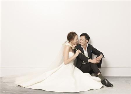 Cường Đôla hôn vợ say đắm trong loạt ảnh cưới mới, bé Subeo thân thiết nắm tay mẹ kế 6