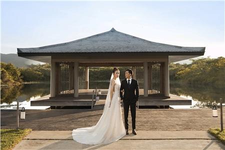 Cường Đôla hôn vợ say đắm trong loạt ảnh cưới mới, bé Subeo thân thiết nắm tay mẹ kế 11