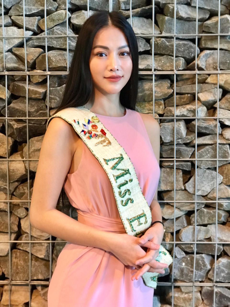 'Chất chơi' như Hoa hậu Phương Khánh, được bưu điện Malaysia phát hành tem để tôn vinh 0