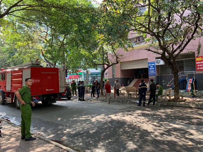 Lực lượng phòng cháy chữa cháy và công an quận Cầu Giấy nhanh chóng có mặt.
