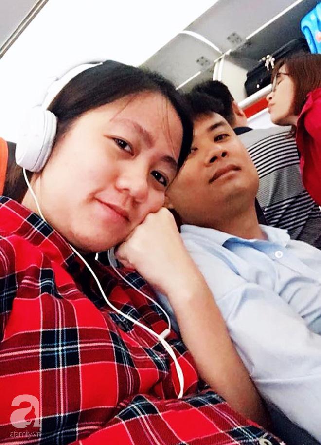 Chị Bé cùng chồng trên đường vào Sài Gòn chờ sanh vào tháng 3/2018.