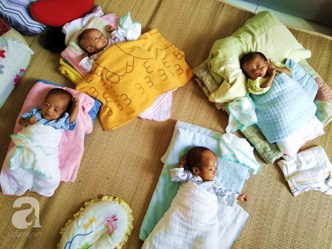4 đứa con nhỏ của chị Bé.