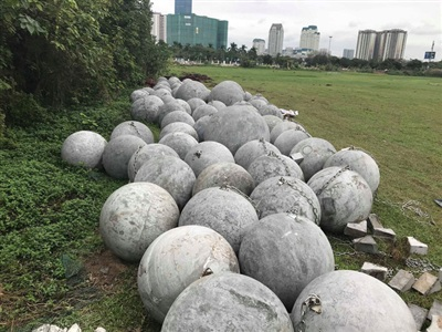 40 quả bóng xính vẫn ở nguyên vị trí cũ sau khi clip 'chôn bóng xích' được đăng lên MXH