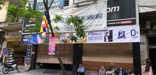 Hà Nội: Cận cảnh công an đang khám xét, sau đó rời khỏi cửa hàng điện thoại Nhật Cường 6