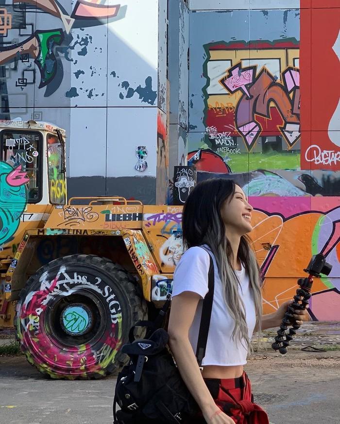 Vòng eo con kiến săn chắc lấp ló của mỹ nữ xứ Hàn khiến bao người không khỏi xuýt xoa trầm trồ