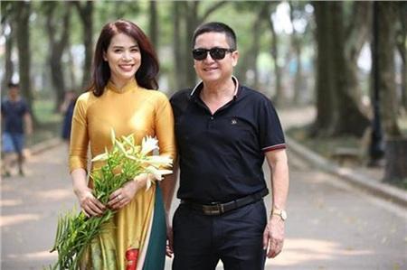 Chí Trung bên bạn gái Ý Lan (tên thật là Ngọc Lan).