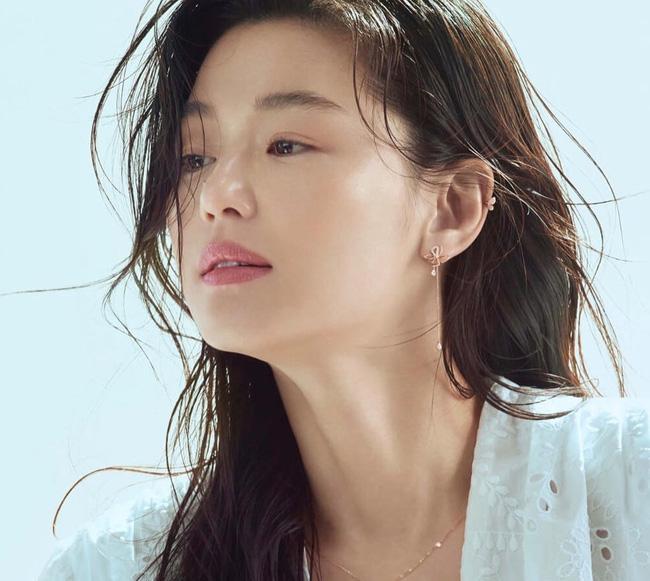 Bộ ảnh mới của 'mợ chảnh' Jeon Ji Hyun lại gây bão dư luận, U40 vẫn xinh đẹp thần thái thế này 1