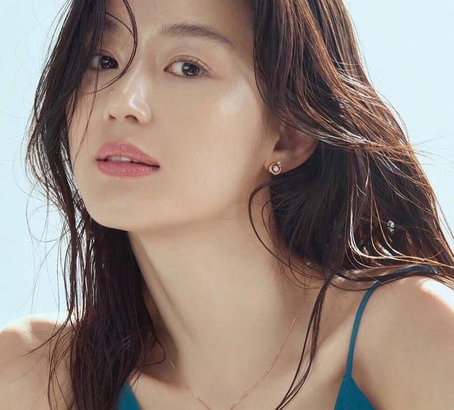 Bộ ảnh mới của 'mợ chảnh' Jeon Ji Hyun lại gây bão dư luận, U40 vẫn xinh đẹp thần thái thế này 2