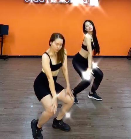 Ngoài clip thể hiện khả năng catwalk, Mai Phương Thúy còn khiến nhiều người bất ngờ khi chia sẻ cả clip học nhảy.