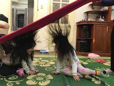 Trò chơi 'độc quyền' ngày đông chỉ những gia đình có con gái nuôi tóc dài, bố mẹ 'lầy lội' mới có 0