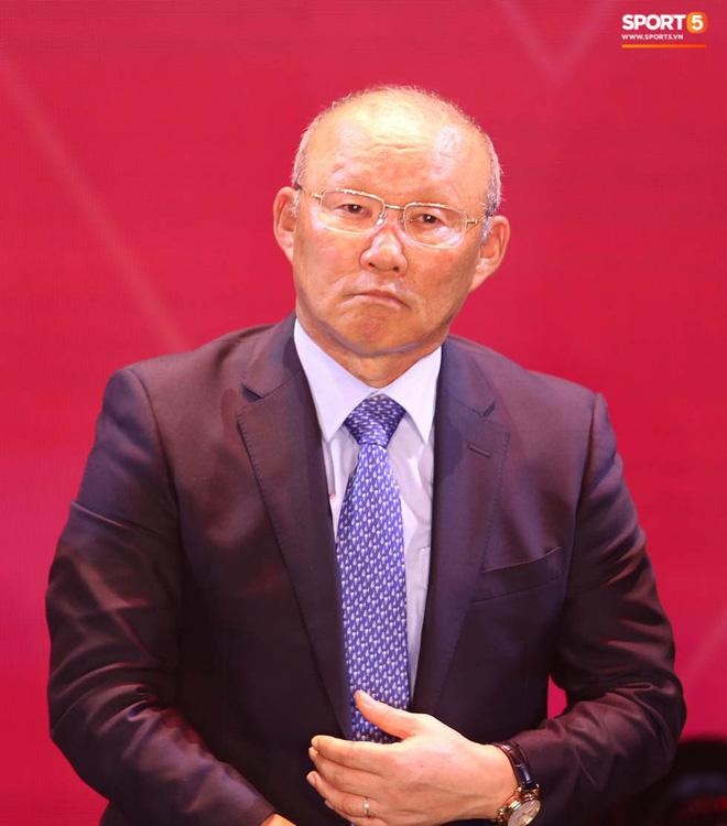 HLV Park Hang-seo khuyên Quang Hải 'nhường' Quả bóng vàng cho người khác, anh chàng đáp lời khéo léo 0
