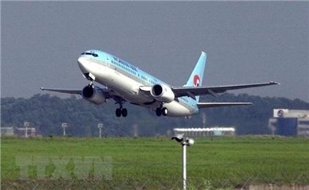 Máy bay của hãng hàng không Korean Air Lines cất cánh từ sân bay Kimpo ở Seoul, Hàn Quốc. (Ảnh: AFP/TTXVN)
